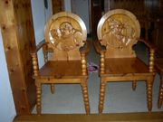 Stuhl mit Schnitzereien
