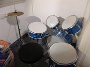 Kinder-Schlagzeug zu verschenken