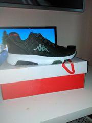 Zum Verkauf neue Schuhe von