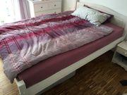 Bett im Landhausstil,