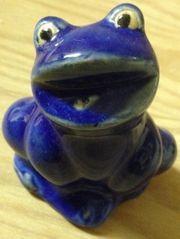 Blauer Frosch aus Ton