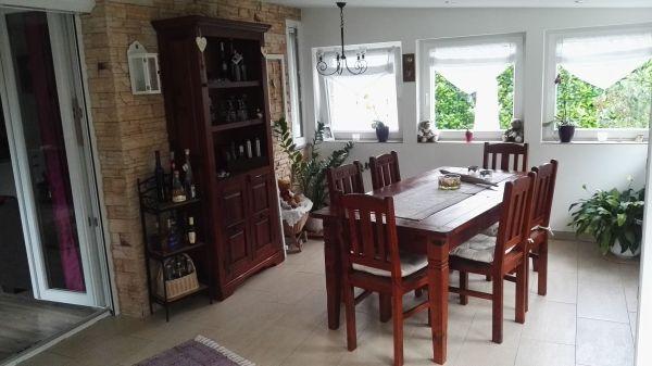 Esszimmermöbel aus hochwertigem Pinienholz - F-67470 Mothern - Ich verkaufe unsere EsszimmermöbelDiese Möbel sind aus hochwertigem Pinienholz, in naturbraun lackiert, mit einem trendigen Vintage-Look.- 1 Esstisch 6-8 Personen, - Tisch (90x180cm) erweiterbar auf 90x220cm- 6 Stühle- 1 Highboard - A - F-67470 Mothern