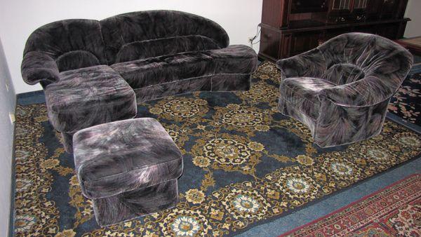 Couch mit Sessel und Hocker