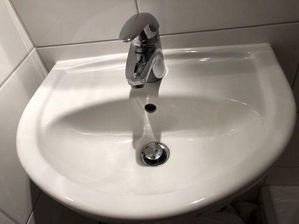 Handwaschbecken mit Hansa-Armatur für Gäste-WC in Benningen - Bad ...